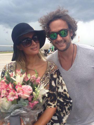 Paris Hilton e Andre Sada na pista do aeroporto Hercílio Luz