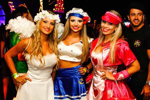 Elaine Baron e Beatriz Vieira e Monique da Rosa