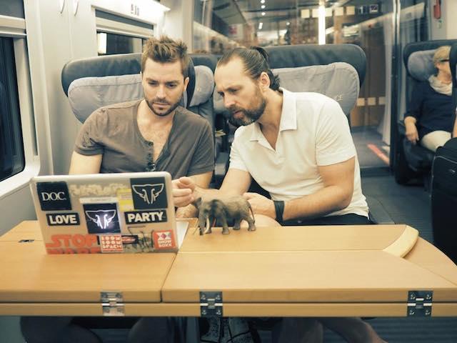 Os catarinenses Leo Piovezani e Daniel Kuhnen fazem tour pela Europa