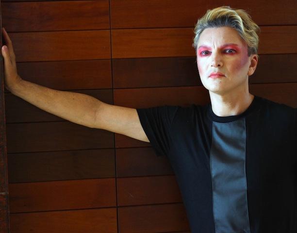 "Romanelli lançou o videoclipe do single ""Anomalous"""